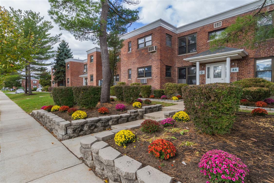 Eagle Rock Apartments at Hicksville/Jericho - Hicksville, NY | Eagle ...